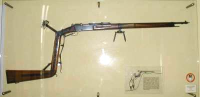 Trench Rifle from WW1 Pictured in French Museum