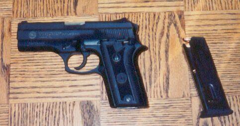Taurus PT-911 9mm.